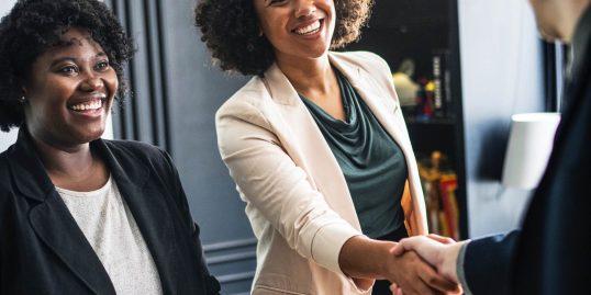 Chwilówki dla każdego – kto może zostać klientem firmy pozabankowej?