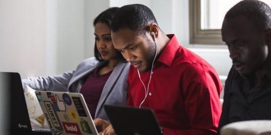 Pożyczki dla młodych na raty – po co młodzi ludzie się zadłużają?